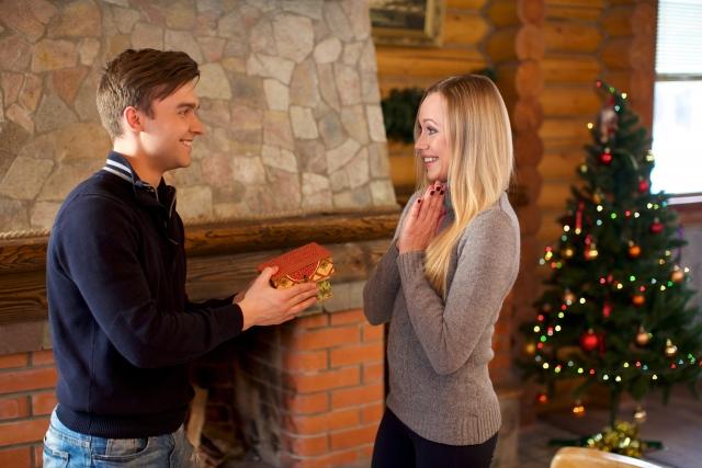 サプライズからほっこりまで♪クリスマスプレゼントの思い出エピソードが素敵