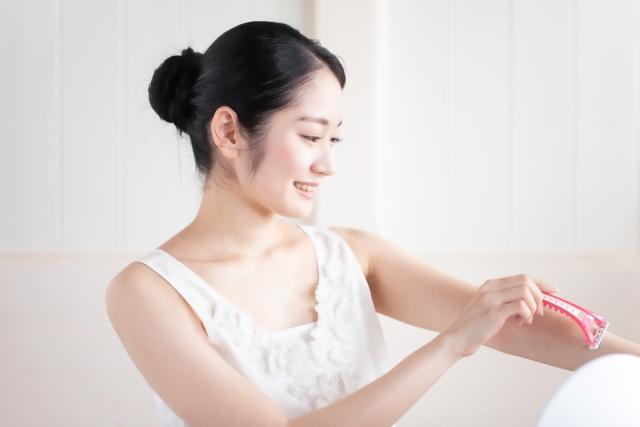 ムダ毛処理についての本音をアンケート!処理の頻度やお悩みの肌トラブルは?